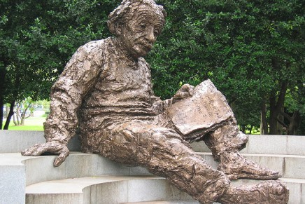 आइन्स्टीन के बहुत सारे प्रसंग औरसंस्मरण