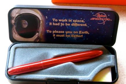 क्या नासा ने सच में अंतरिक्ष में पेन उपयोग करने के लिए लाखों डॉलर खर्चकिए?