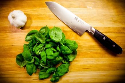 क्या सब्जी काटते वक्त चाकू से कोई परमाणु भी कट सकताहै?