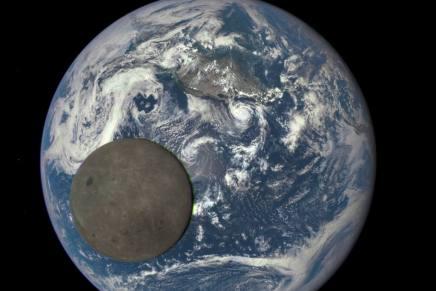 क्या पृथ्वी के पूरे रेडियोएक्टिव पदार्थ को चंद्रमा के पिछले धरातल पर रखा जा सकताहै?