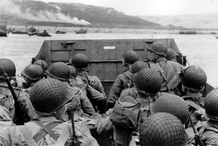 किस देश की सेना ने द्वितीय विश्व-युद्ध में अदम्य वीरता का परिचयदिया?