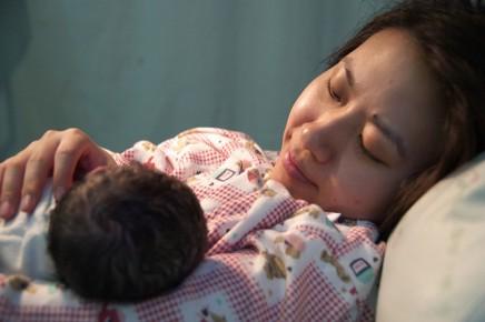 बच्चे को जन्म देते समय मां को कितना दर्द होताहै?