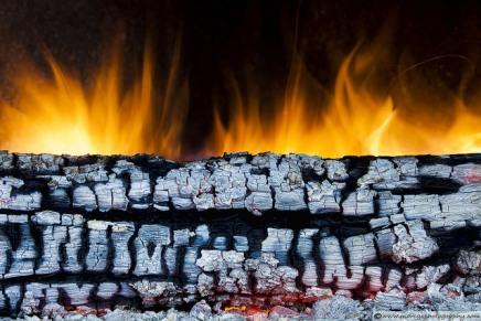 लकड़ी में आग क्यों लगती है? लोहे में आग क्यों नहींलगती?
