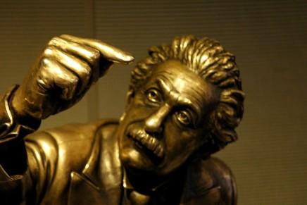केवल 2% लोग आइंस्टीन की इस पहेली को हल कर सकतेहैं