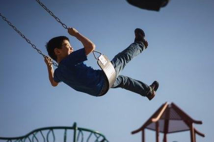 बच्चों को जिम्मेदार व स्वावलंबी बनाने के लिए ज़रूरी 10बातें