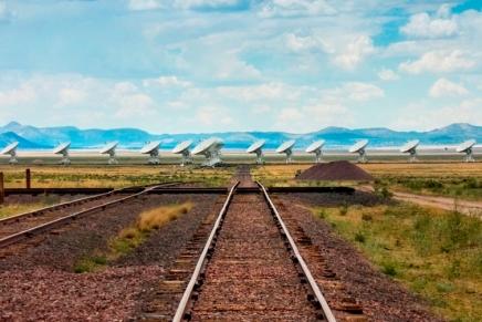 क्या निकटतम तारों के पास मौजूद एलियन सभ्यताओं से रेडियो संपर्क संभवहै?